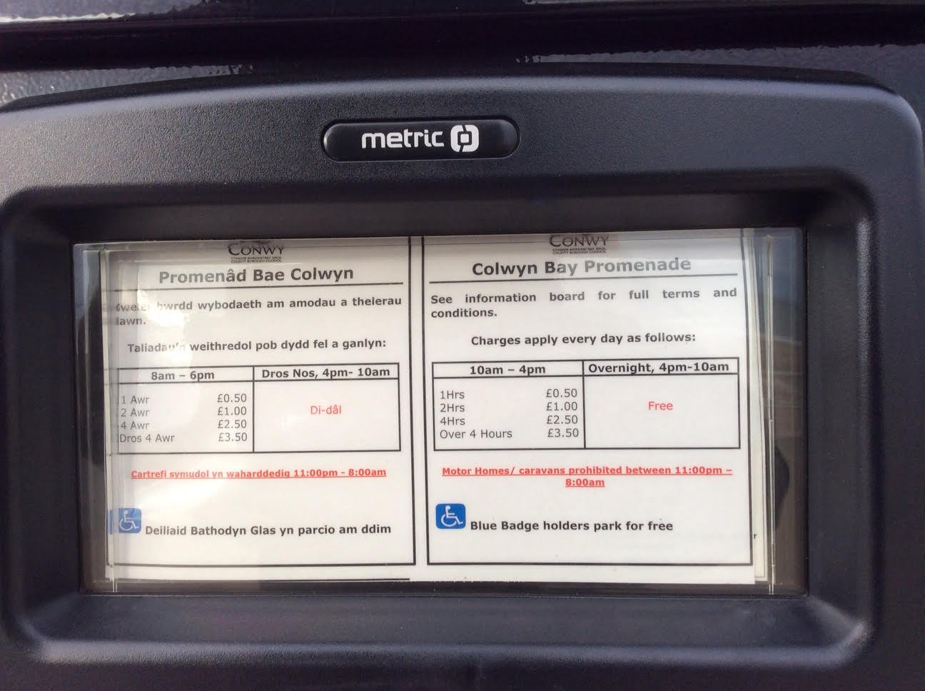Parking Meter In Wales Says Welsh People Have To Pay Before English