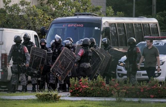 Brazilian riot police prepare to invade the Puraquequara Prison facility at Bela Vista community, Puraquequara neighborhood at the city of Manaus, Amazonas state on May 27, 2019.