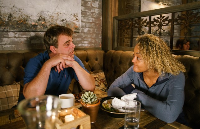 Steve and Emma chat in Coronation Street