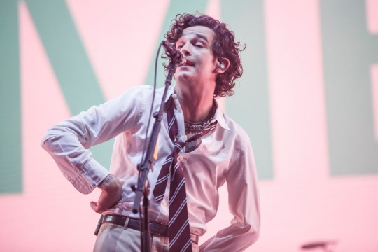 Matty Healy kisses male fan in Dubai during The 1975 concert