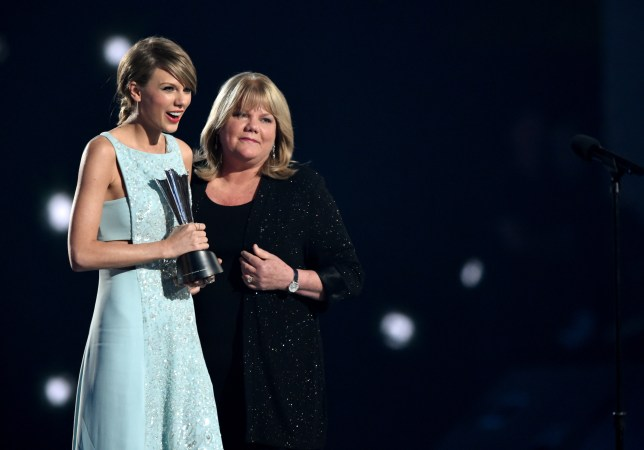 Taylor Swift and her mum Andrea