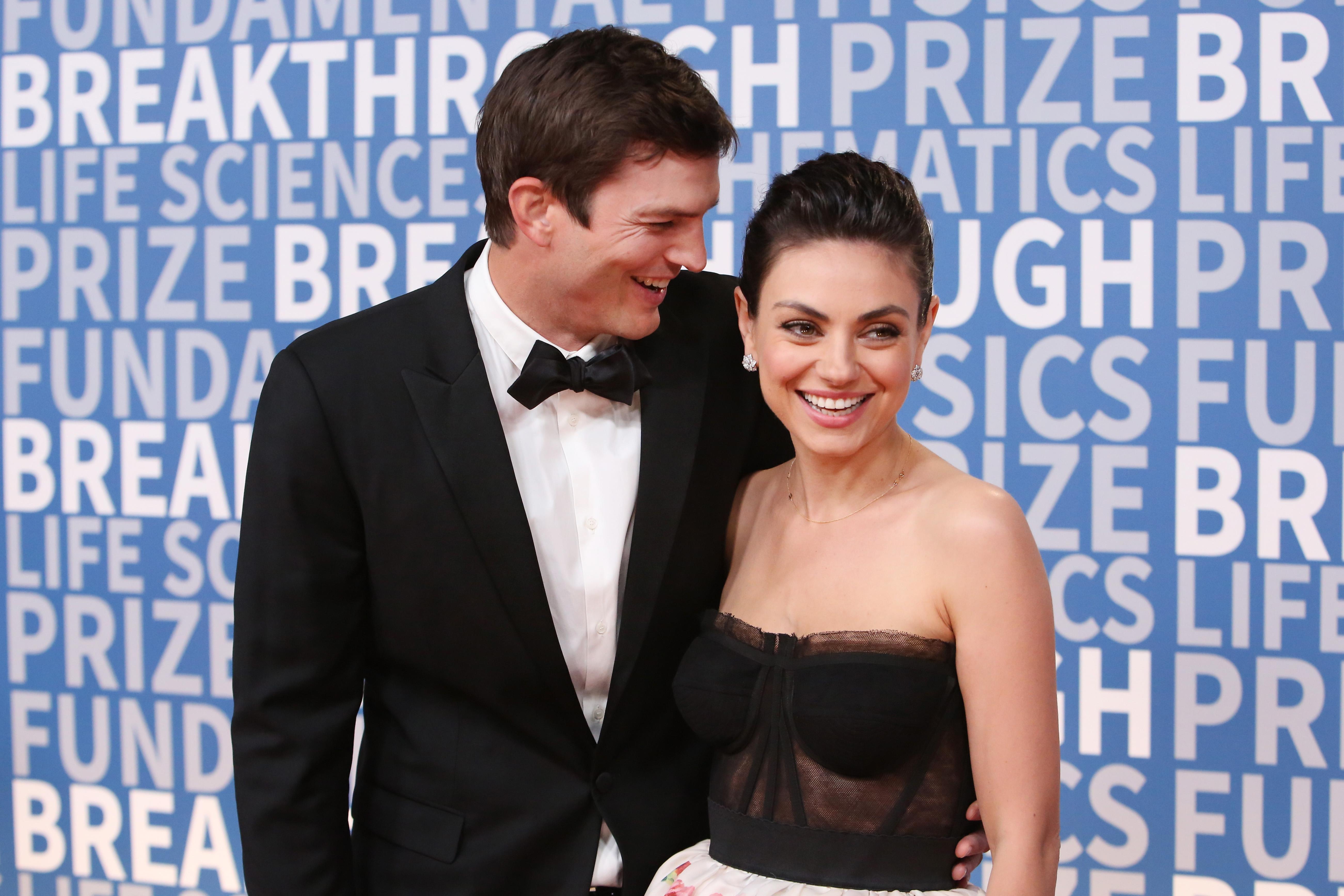Ashton Kutcher og Mila Kunis dating 2013