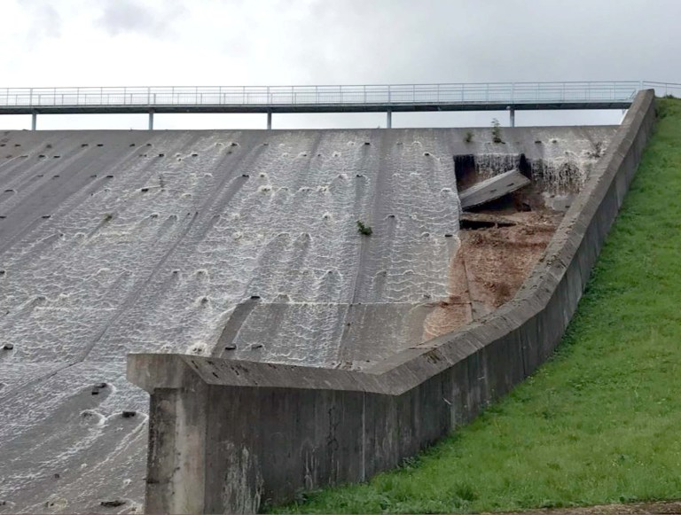 Picture taken with permission from the Twitter feed of @fraglast of damage caused to the Dam Wall at Toddbrook Reservoir in Whaley Bridge, Derbyshire following heavy rainfall in the area. PRESS ASSOCIATION Photo. Picture date: Thursday August 1, 2019. See PA story WEATHER Rain. Photo credit should read: @fraglast/PA Wire NOTE TO EDITORS: This handout photo may only be used in for editorial reporting purposes for the contemporaneous illustration of events, things or the people in the image or facts mentioned in the caption. Reuse of the picture may require further permission from the copyright holder. / re: A reservoir in Derbyshire has been cordoned off by emergency services following fears it could collapse. Police are telling people to stay away from Toddbrook Reservoir in High Peak, which appears to have suffered substantial damage. Photos show the dam wall with what looks to be a huge hole at the side. A number of roads are in place, and Whaley Bridge Memorial Park is also closed.