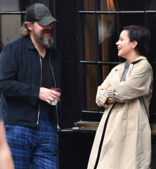 BGUK_1675733 - LONDON, UNITED KINGDOM - *EXCLUSIVE* - Lily and her bearded companion started their night at the Piccadilly Theatre to watch The Lehman Trilogy. The show was not to their liking as they left at the interval. After a walk on Dean Street, Soho they had dinner before leaving together in a cab. Pictured: Lily Allen BACKGRID UK 3 AUGUST 2019 BYLINE MUST READ: LDN PIX / BACKGRID UK: +44 208 344 2007 / uksales@backgrid.com USA: +1 310 798 9111 / usasales@backgrid.com *UK Clients - Pictures Containing Children Please Pixelate Face Prior To Publication*