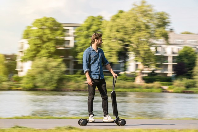 Audi e-tron Scooter ??? functionality and style for the last mile: With a new e-scooter concept, Audi is responding to the urban trend towards multi-modal mobility. The Audi e-tron Scooter, combining the advantages of the electric scooter and the skateboard, is designed for sporty riders. To be transported by car, bus or train, the twelve-kilogram (26-pound) e-scooter can be folded up and conveniently stored in the back of the car, or if preferred pulled like a trolley. Above all, the Audi e-tron Scooter stands out thanks to its handling, which is like surfing waves.