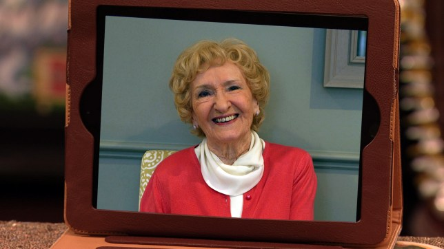 Emily Bishop gives Ken a message in Coronation Street