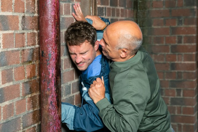Kel attacks Paul in Coronation Street