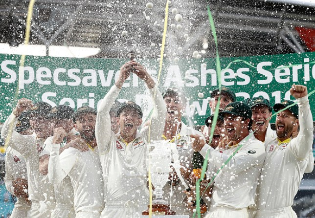 Australia's cricket team holding up the Ashes urn after retaining the title