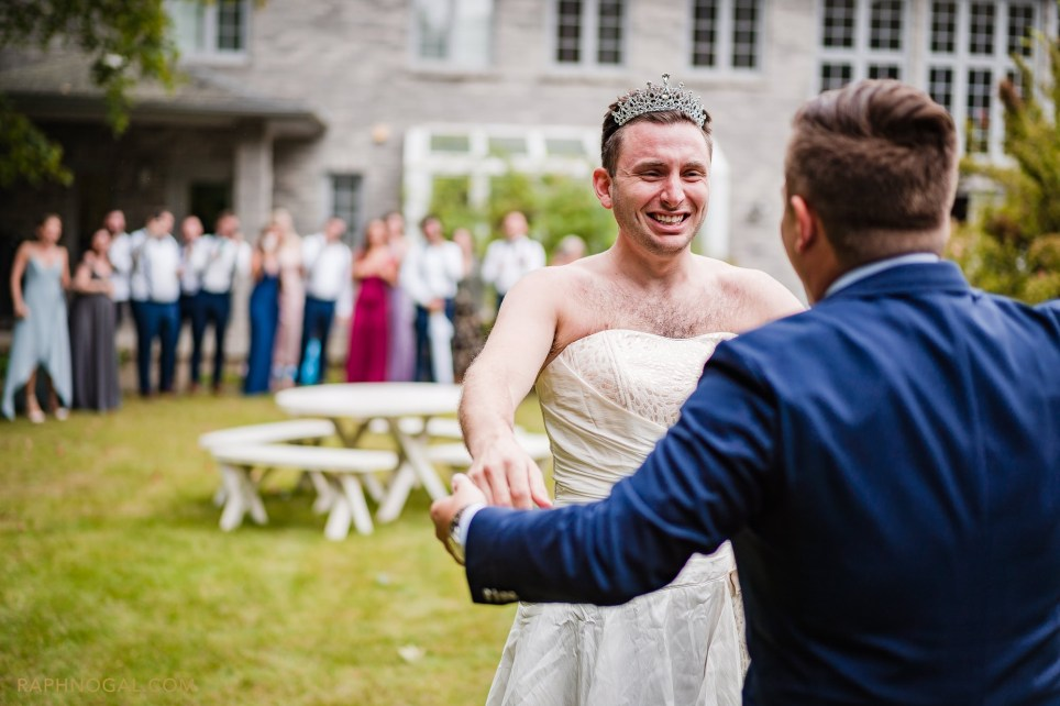Groom's brother pranks him during first look wedding photos where he is seen wearing a wedding dress