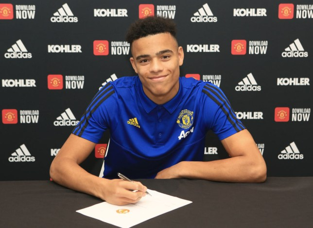 Mason Greenwood signing his new Manchester United contract