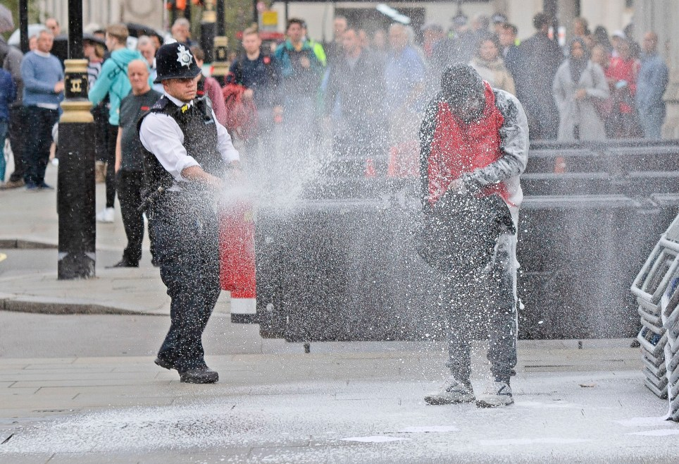 ? Licensed to London News Pictures. 01/10/2019. London, UK. Police spray foam at a man who poured petrol on himself and attempted to light himself on fire. Photo credit: George Cracknell Wright/LNP