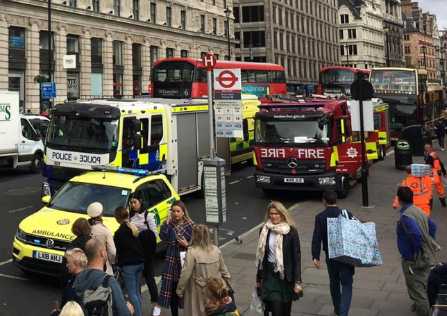 BGUK_1748499 - *EXCLUSIVE* London, UNITED KINGDOM - A major incident has occured with emergency services dealing with an incident at Green Park Underground station in Westminster. Pictured: Green Park Underground station BACKGRID UK 10 OCTOBER 2019 UK: +44 208 344 2007 / uksales@backgrid.com USA: +1 310 798 9111 / usasales@backgrid.com *UK Clients - Pictures Containing Children Please Pixelate Face Prior To Publication*
