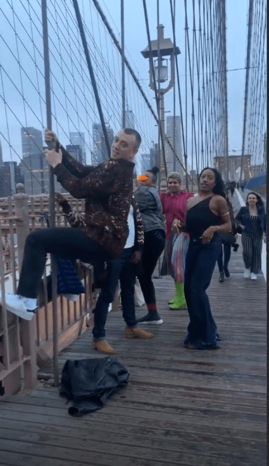 sam smith and friends twerking on brooklyn bridge