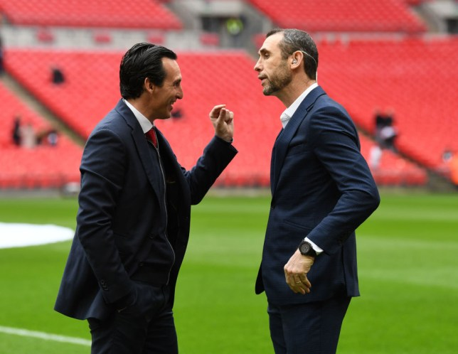 Arsenal boss Unai Emery and Martin Keown in deep discussion