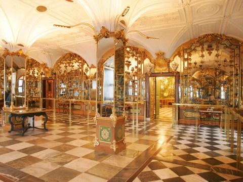 Thieves steal treasures 'worth €1,000,000,000' in raid on German museum