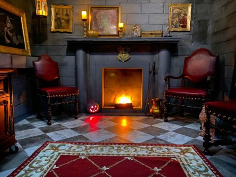 DIY wizard gives his bedroom an incredible Hogwarts themed makeover