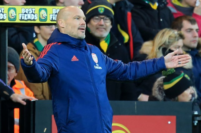 Freddie Ljungberg gestures in annoyance from the touchline during an Arsenal game