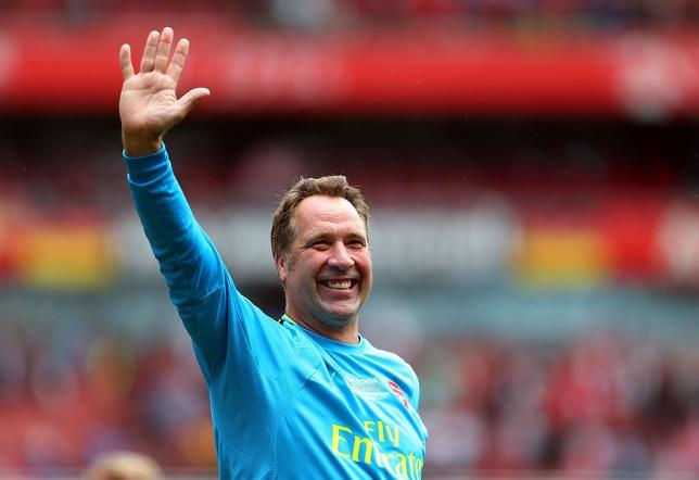 David Seaman waves to Arsenal fans