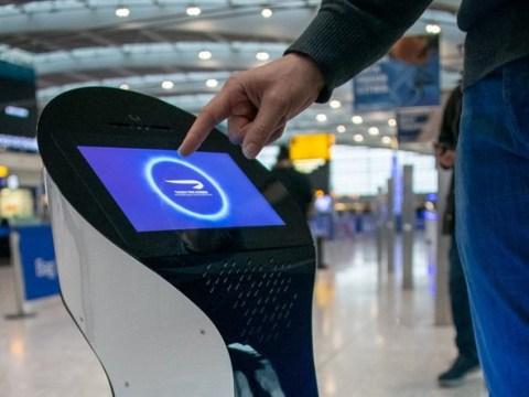 Heathrow gets robots to help passengers around the airport