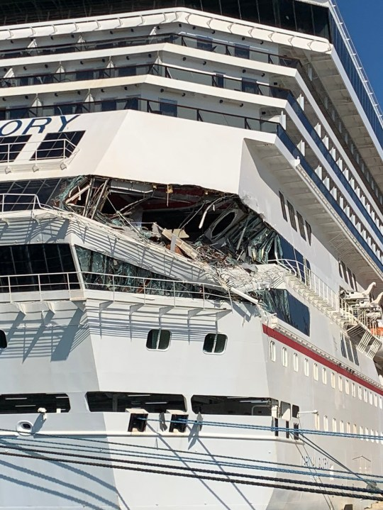 Passengers forced to evacuate dinner as cruise ships collide. hristian maxey @cmaxeyy ? 1h Crazy from Carnival Glory - crashed into Carnival Legend as it attempted to dock in Cozumel
