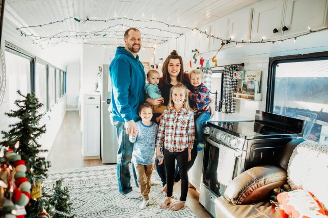Family Ditch Their Home And Possessions To Travel America On A Bus Metro News