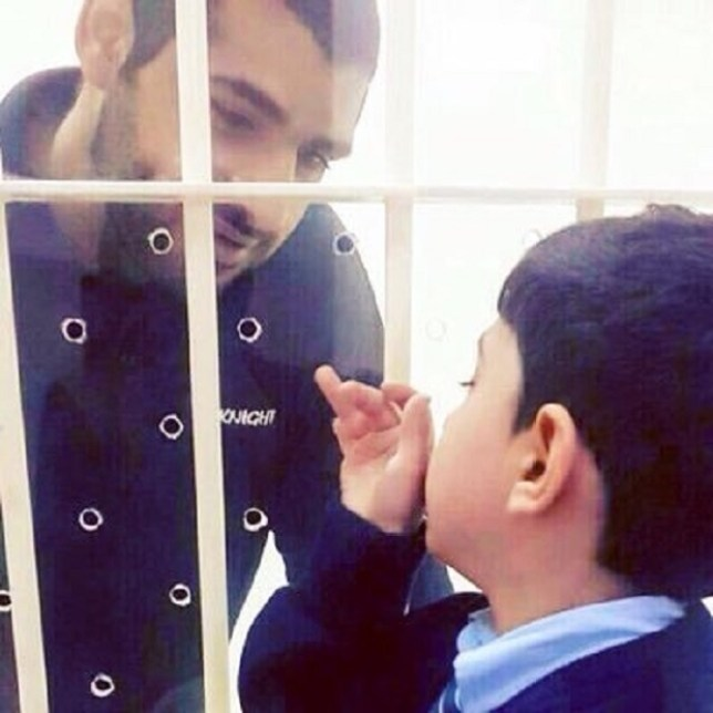 Mohammed Ramadhan looking at his child through prison glass