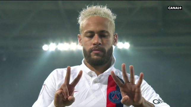 Neymar held up '24' to reference Kobe Bryant's jersey number for LA Lakers