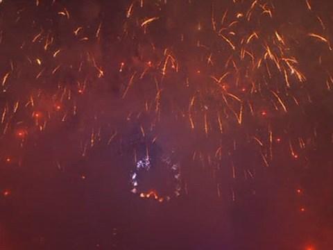 Brits complain smoke spoiled London New Year firework display
