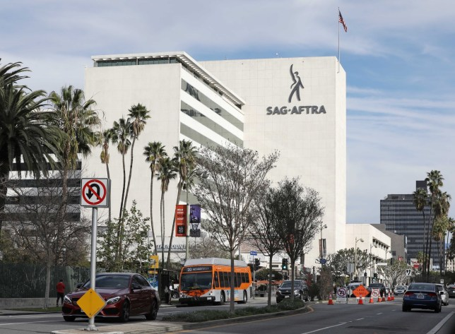 Los Angeles, CA - Screen Actors Guild evacuated after Iran related threat with Bomb Squad and K9 units on scene Pictured: Screen Actors Guild BACKGRID USA 7 JANUARY 2020 BYLINE MUST READ: Clint Brewer / BACKGRID USA: +1 310 798 9111 / usasales@backgrid.com UK: +44 208 344 2007 / uksales@backgrid.com *UK Clients - Pictures Containing Children Please Pixelate Face Prior To Publication*