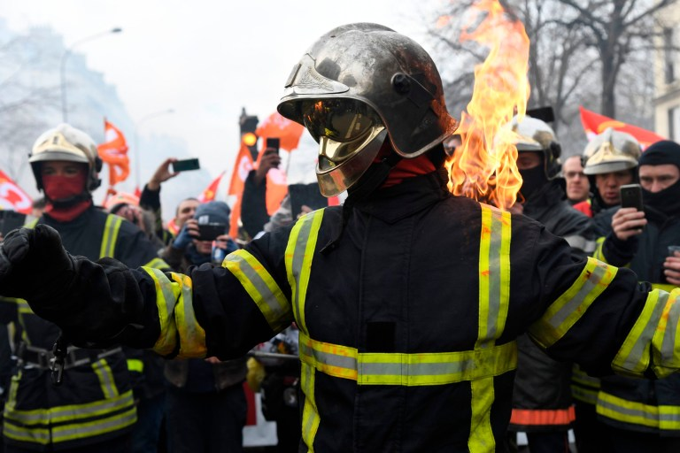 A firefighter sets himself alight as they take part in a demonstration to protest against French government's plan to overhaul the country's retirement system in Paris, on January 28, 2020. (Photo by Bertrand GUAY / AFP) (Photo by BERTRAND GUAY/AFP via Getty Images)