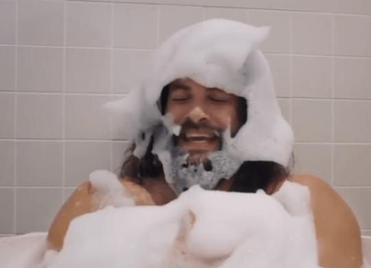 Jason Momoa loves bubbles