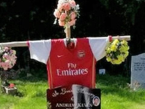 Family ordered to remove Arsenal shirt tribute from dad's grave