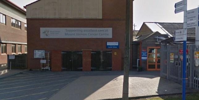 Uno dei nuovi casi di coronavirus nel Regno Unito lavora in un'unità di cancro con persone gravemente malate