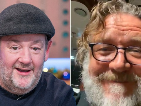 Russell Crowe shares message from Johnny Vegas amid coronavirus as he pledges to help vulnerable