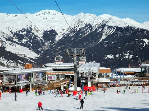 Holidays cancelled as France shuts all ski resorts months early