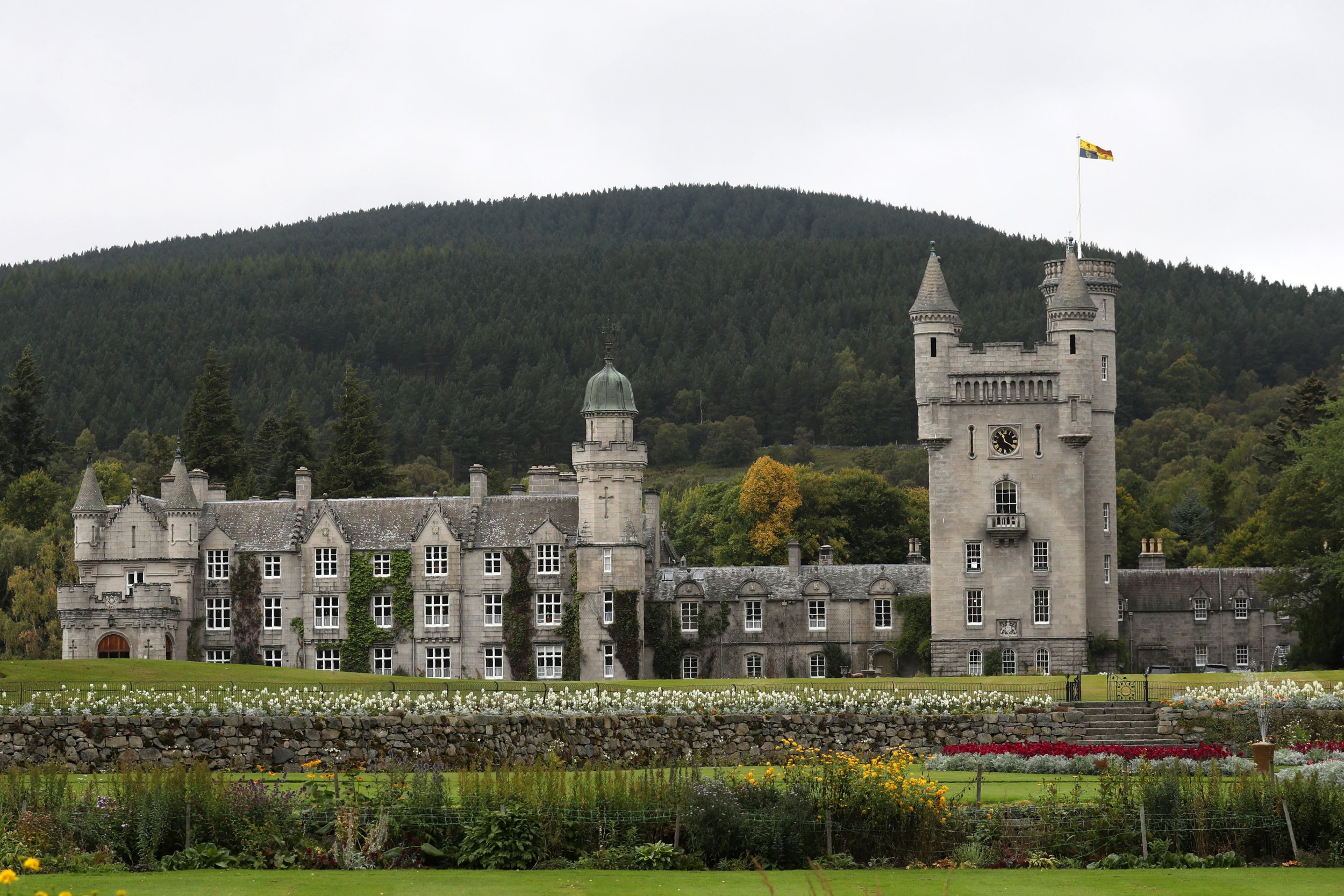 The Royal Standard flying at Balmoral Castle in Scotland on September 20, 2017. / AFP PHOTO / POOL / Andrew Milligan (Photo credit should read ANDREW MILLIGAN/AFP via Getty Images)