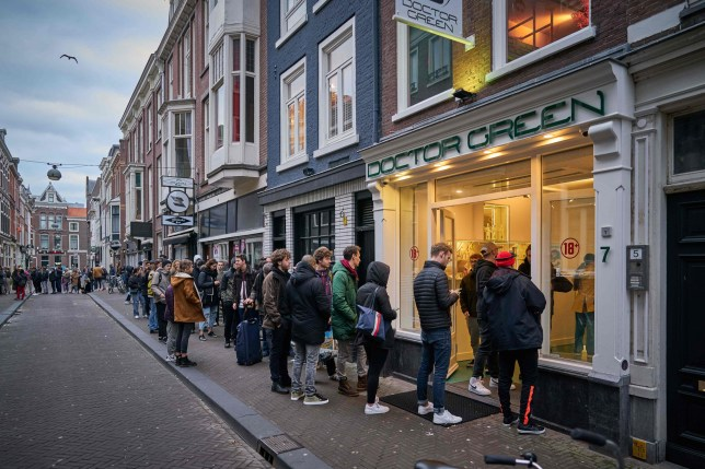 People queue up in front of a coffee shop at around six in the evening in The Hague on March 15, 2020. - The Dutch government has decided that all catering establishments will be closed for three weeks to limit the spread of the corona virus. ANP netherlands out - belgium out (Photo by Phil NIJHUIS / ANP / AFP) / Netherlands OUT (Photo by PHIL NIJHUIS/ANP/AFP via Getty Images)