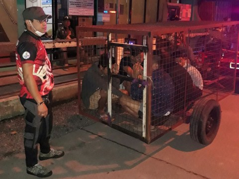 Police lock up 'curfew breakers' in dog cage in Philippines