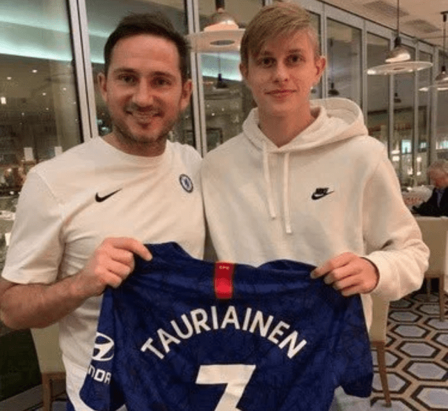 Frank Lampard posing with Jimi Tauriainen after the youngster signed for Chelsea