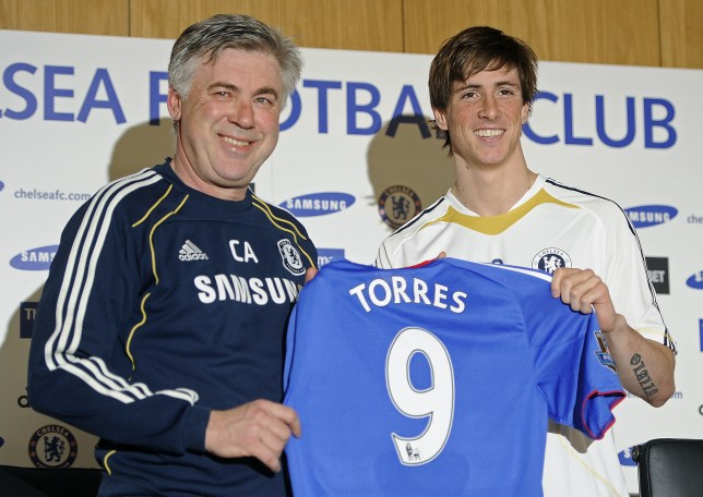 Carlo Ancelotti poses with new Chelsea signing Fernando Torres