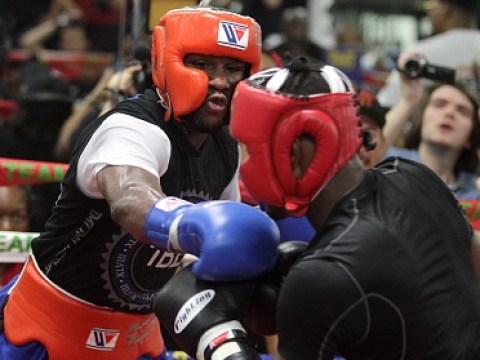 Floyd Mayweather dropped heavyweight after 30 seconds of sparring with a body shot