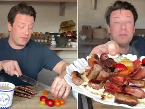 Jamie Oliver shows fans how to make his favourite midnight breakfast pan