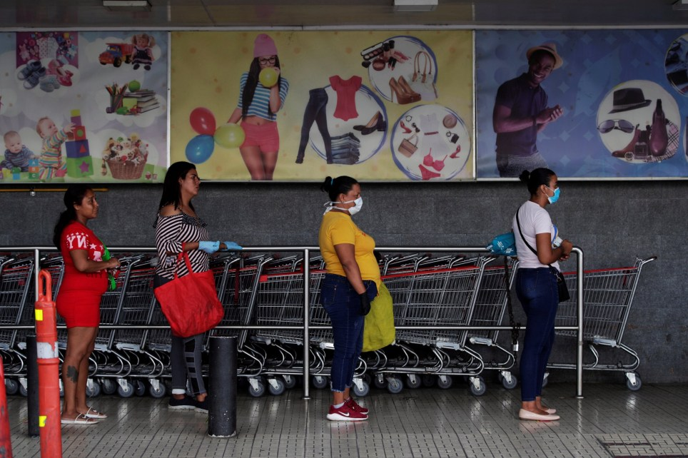 epa08337321 A group of women line up at a supermarket in Panama City, Panama, 01 April 2020. Only women were lining up in supermarkets in Panama City, after a new restriction on mobility based on the sex of the population came into effect and will be in effect for 15 days, a period considered critical to curb the COVID-19 pandemic which, to date, leaves 30 dead and 1,181 confirmed infections in the country. EPA/Bienvenido Velasco