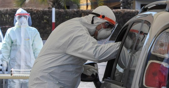 The doctor at Giugliano Hospital took a sample to check for possible COVID-19 infection in motorists seated in their car, Naples. Italy is in detention in an attempt to stop the spread of the coronavirus that causes Covid-19 disease.