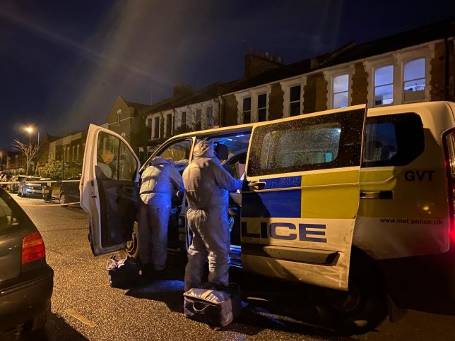 A woman has been pronounced dead after suffering serious injuries inside a flat in #Edmonton. Met Police have said they were called at 18:04 to Plevna Road, #N9 to a report of a concern for safety. A man has been arrested on suspicion of murder. https://twitter.com/999London/status/1247263694284902405