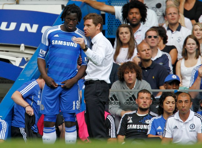 Chelsea's Portuguese manager Andre Villa with Romelu Lukaku