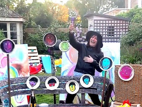 Noel Fielding throws party in his garden by painting A-list celebs and they're genuinely incredible