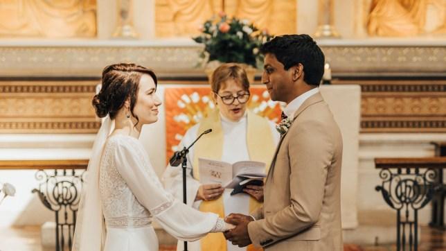 Jann and Annalan saying their vows