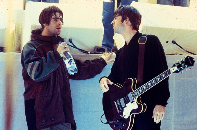 UNITED KINGDOM - JANUARY 26: WHITE ROOM Photo of Noel GALLAGHER and Liam GALLAGHER and OASIS, Liam Gallagher and Noel Gallagher, talking on the set of UK TV show (Photo by Des Willie/Redferns)