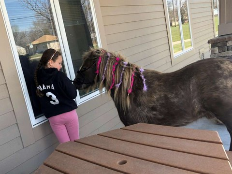 11-year-old girl cheers up care home residents in isolation with a visit from her pony